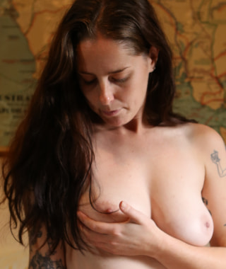 Preview Yanks - Susie Shows Off Hairy Pussy